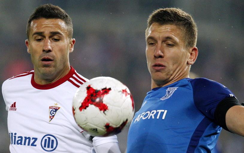 Igor Angulo (z lewej) jest gwiazdą w ataku Górnika Zabrze /Fot. Andrzej Grygiel /PAP