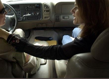 Igraszki w samochodzie mogą być niebezpieczne /Getty Images/Flash Press Media