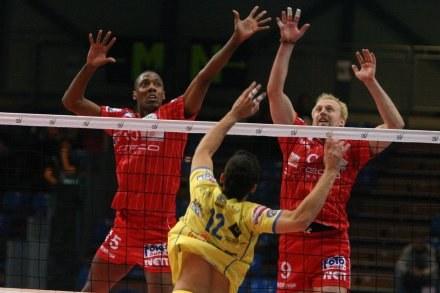 Ihosvany Hernandez (pierwszy z lewej) Fot. Mariusz Krupa /Agencja Przegląd Sportowy