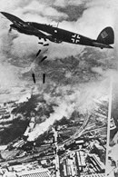 II wojna światowa, samoloty niemieckie bombardują Warszawę /Encyklopedia Internautica