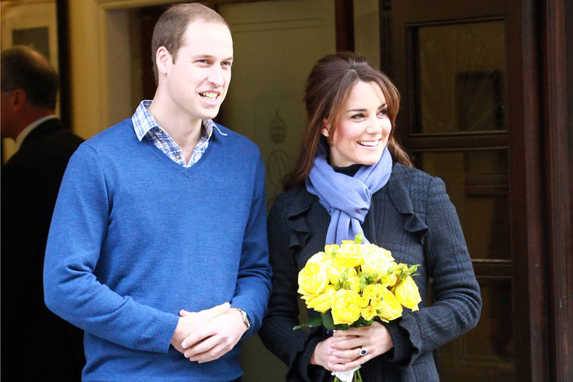 IIPo pierwszej wizycie Kate w szpitalu. Na zdjęciu z niewidocznym jeszcze następcą tronu /Getty Images/Flash Press Media