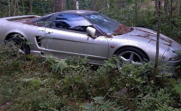 Ikona motoryzacji porzucona w lesie. Honda NSX od lat porastała mchem