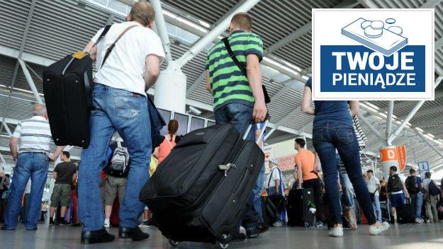 Ile musiałbyś zarabiać w Polsce, żeby nie myśleć o emigracji? [SONDA]