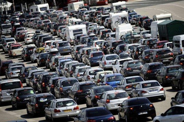 Ile na świecie jest samochodów? /AFP