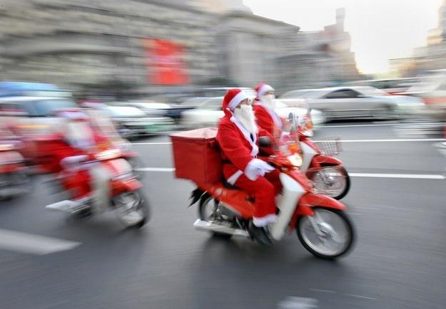 Ile zarabia św. Mikołaj? /AFP
