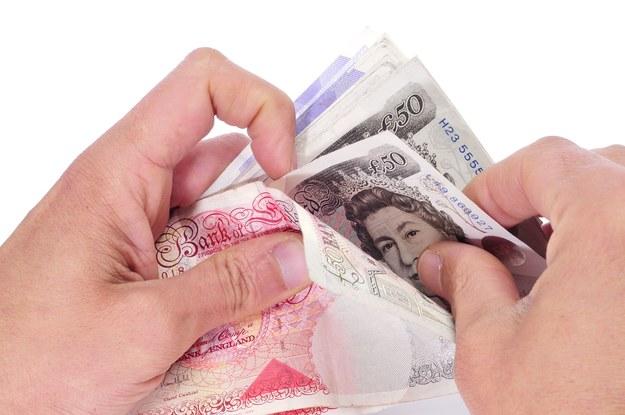 Ile zarabiają Polacy, którzy zdecydowali się wyjechać do Wielkiej Brytanii? /123RF/PICSEL