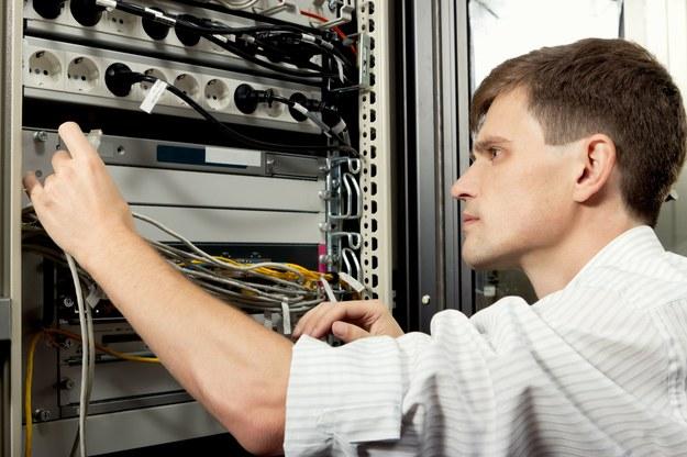 Ile zarabiają pracownicy telekomunikacji? /123RF/PICSEL