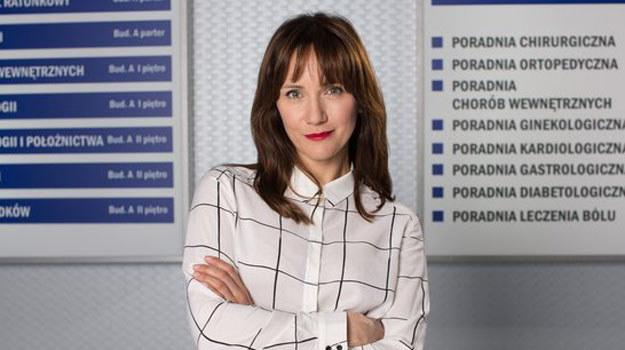 Ilona Ostrowska jako Kasia Smuda nieźle namiesza w życiu profesora Falkowicza! /www.nadobre.tvp.pl/