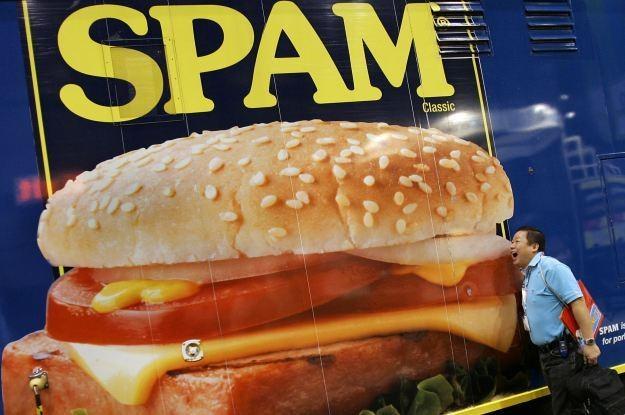 Ilość spamu systematycznie się zmniejsza /AFP
