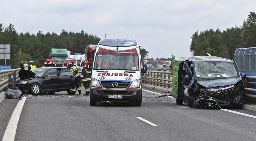 Ilość wypadków drogowych w Polsce znacząco przewyższa średnią europejską /Piotr Jędzura /Reporter