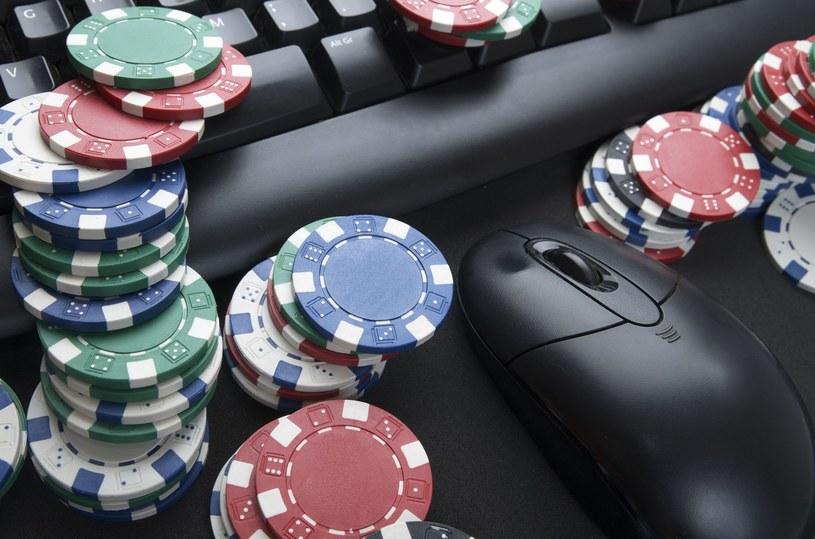 Iluzja łatwych pieniędzy - oszuści wabią internautów fałszywymi kasynami online /©123RF/PICSEL