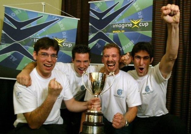 Imagine Cup 2004 i zwycięski zespół z Francji /AFP