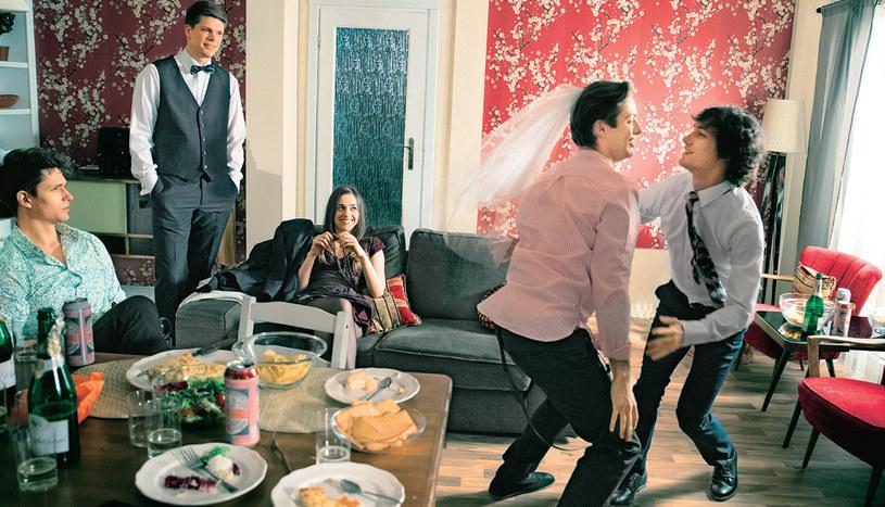 Imprezę z okazji ślubu panna młoda uzna za zbyteczną maskaradę /Świat Seriali