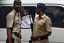 Indie: Policjanci imprezowali z więźniami