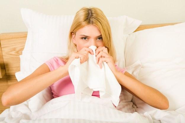 Infekcję wirusową leczy się inaczej niż bakteryjną /123/RF PICSEL