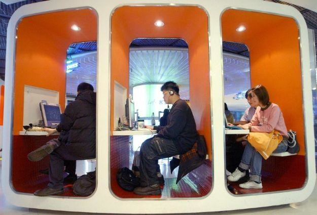 Informatycy z Fujitsu Ltd opracowali wirusa do walki z cyberprzestępcami /AFP