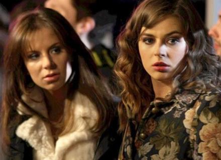 Inga (Natalia Lesz) i Dorota (Karolina Szymańska) podczas nocnego wypadu na miasto /AKPA
