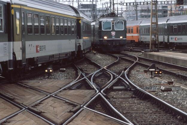 Innowacje na kolei mają służyć pasażerom /© Glowimages