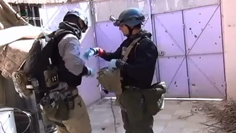 Inspektorzy ONZ prowadzący badania na miejscu sierpniowego ataku chemicznego /MOADAMIYEH MEDIA CENTER/HANDOUT /PAP/EPA
