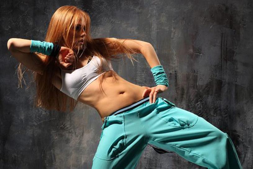 Instruktorzy bokwy zachęcają, by wczuć się w muzykę i ćwiczyć we własnym rytmie /©123RF/PICSEL
