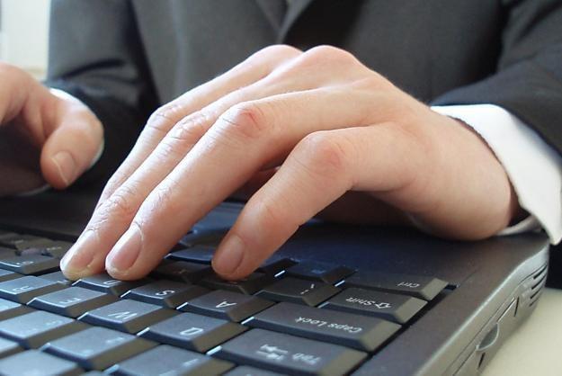 Internet dla osób powyżej 50. roku życia to szansa na niestarzenie się Fot. Steve Woods /stock.xchng