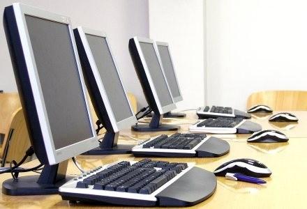 Internet ma być w Polsce dostępny powszechnie jak prąd czy woda - zapewnia rząd fot. Ante Vekic /stock.xchng