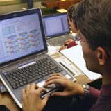 Internetowe kupowanie samochodu w worku /AFP