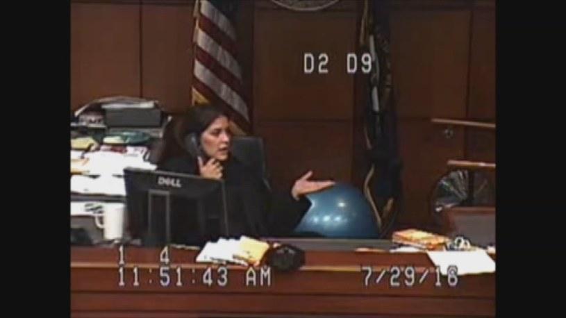 Interwencja sędzi Amber Wolf /YouTube