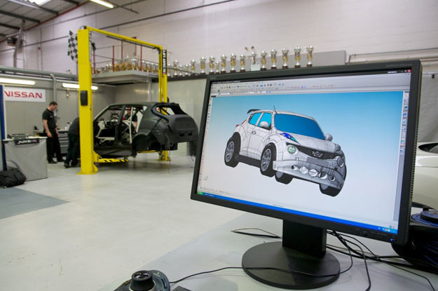 """Inżynierowie Nissana postanowili to zmienić i stworzyli niezwykłego """"mieszańca"""", prawdziwego potwora /"""