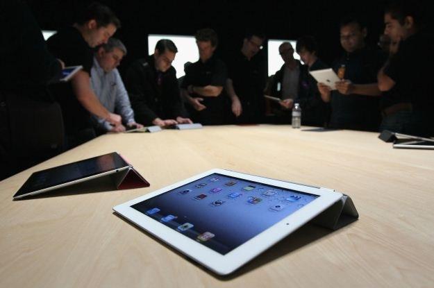 iPad 2 na żywo robi niesamowite wrażenie. Jest w nim coś nierealnego /INTERIA.PL
