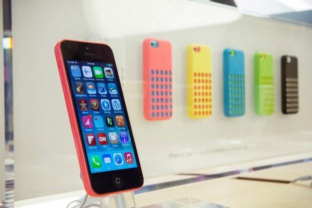 iPhone 5c jest dostępny w 5 kolorach /AFP
