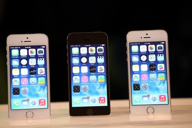 iPhone 5s jest dostępny w polskiej przedsprzedaży. Kosztuje krocie /AFP