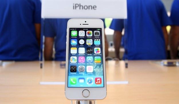 iPhone 5s oraz iPhone 5c - od 25 października oficjalnie w Polsce /AFP