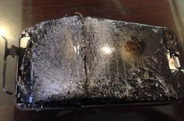 iPhone po eksplozji.  Fot. PhoneArena /materiały prasowe