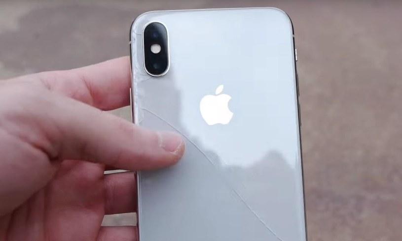 iPhone X jest bardzo kruchy /YouTube /Internet