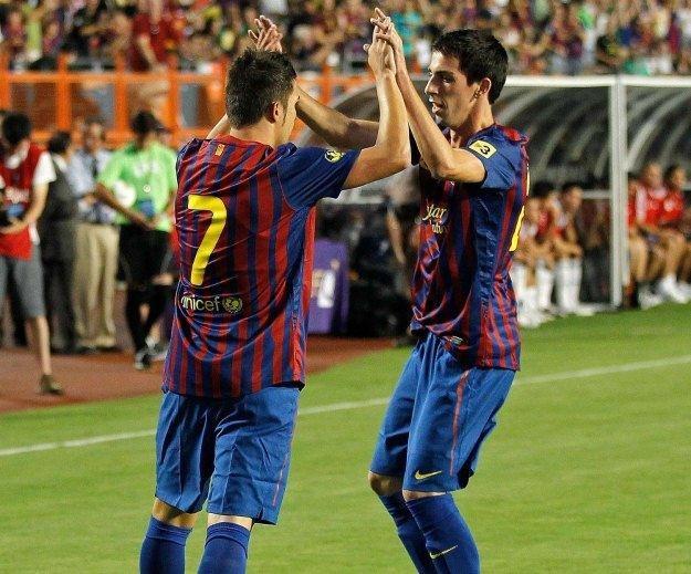 Isaac Cuenca (z prawej) to kolejny utalentowany piłkarz FC Barcelona /AFP