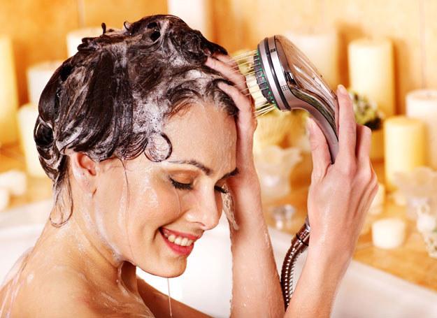 Istnieje wiele powodów, które mają wpływ na słabą kondycję włosów /123RF/PICSEL
