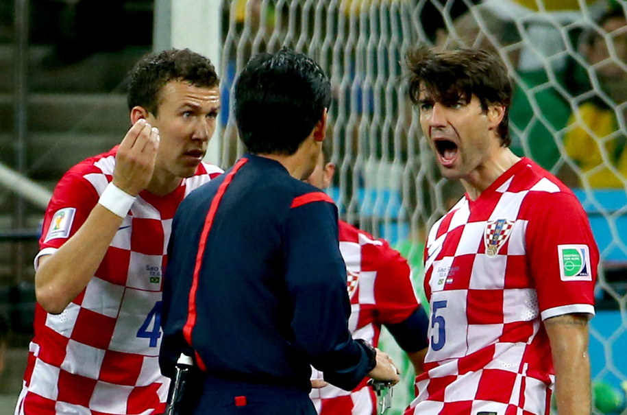 Ivan Perisić i Vedran Corluka wściekli na decyzję Yuichiego Nishimury /DIEGO AZUBEL /PAP/EPA