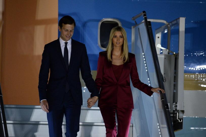 Ivanka Trump z mężem Jaredem Kushnerem na lotnisku w Warszawie /Jacek Turczyk /PAP