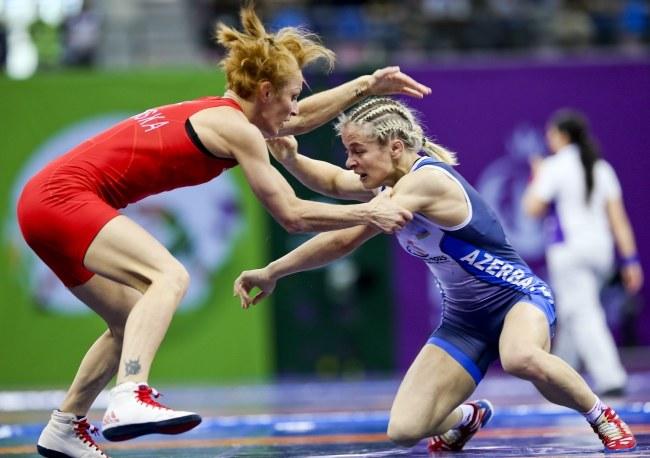 Iwona Matkowska (z lewej) w półfinale uległa 0:4 reprezentantce gospodarzy Marii Stadnik /SRDJAN SUKI /PAP/EPA