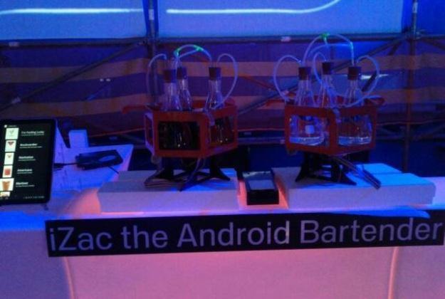 iZac - Android, który miksuje drinki /android.com.pl