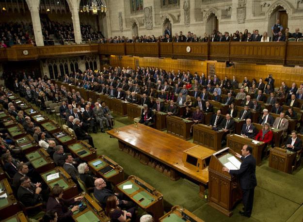 Izba Gmin przyjęła krytykowane przez konserwatystów prawo fot. Alain Jocard /AFP