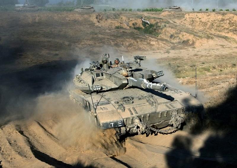 Izraelskie czołgi w Strefie Gazy /JIM HOLLANDER    /PAP/EPA