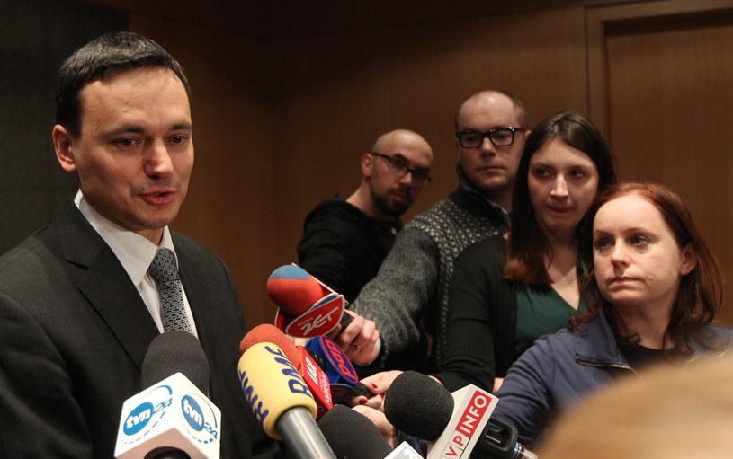 Jacek Cichocki przed wylotem na uroczystości do Smoleńska /Radek Pietruszka /PAP