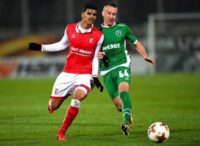 Jacek Góralski (z prawej) w meczu LE ze Sportingiem Braga /DIMITAR DILKOFF /AFP