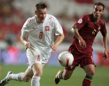 Jacek Krzynówek (obok Petit) nigdy się nie oszczędza. /AFP