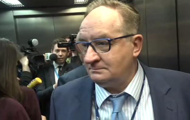 Jacek Saryusz-Wolski w windzie /TVN24 /