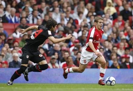 Jack Wilshere przypomina Arsene Wengerowi Wayne'a Rooneya /AFP