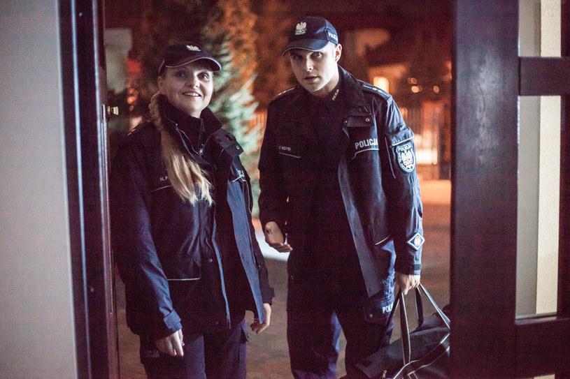 Jacka i Norę (Ewa Konstancja Bułhak) łączy nie tylko praca w policji... /Polsat