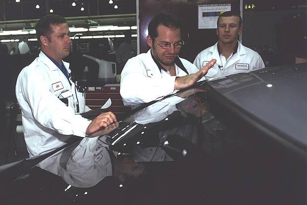 Jacques Villeneuve precyzyjnie wykonuje swoją pracę (kliknij) /INTERIA.PL
